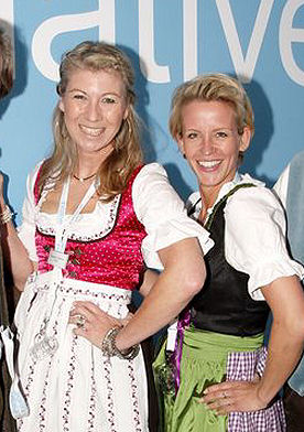 Pretty in Tchibo Dirndl: Suse Vollmer und Bettina Urban